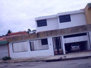 Casa En Venta En Valencia, Trigal Norte, Venezuela, VE RAH: 17-10073