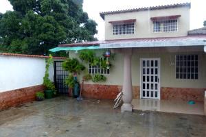 Casa En Venta En Maracay, El Limon, Venezuela, VE RAH: 17-10062