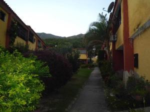 Townhouse En Venta En Municipio San Diego, Altos De La Esmeralda, Venezuela, VE RAH: 17-10070