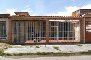 Casa En Venta En Guacara, El Saman, Venezuela, VE RAH: 17-10138