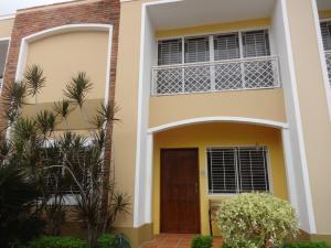 Townhouse En Alquiler En Maracaibo, La Paragua, Venezuela, VE RAH: 17-10162