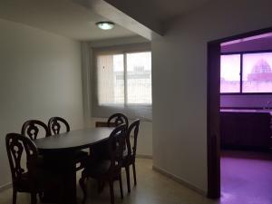 Apartamento En Alquiler En Ciudad Ojeda, Intercomunal, Venezuela, VE RAH: 17-10169