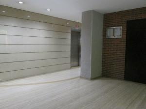 Apartamento En Venta En Caracas - Campo Alegre Código FLEX: 17-10174 No.2