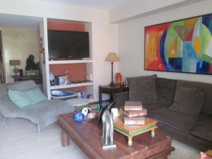 Apartamento En Venta En Caracas - Campo Alegre Código FLEX: 17-10174 No.6