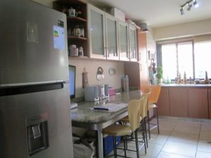Apartamento En Venta En Caracas - Campo Alegre Código FLEX: 17-10174 No.12