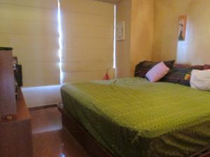 Apartamento En Venta En Caracas - Campo Alegre Código FLEX: 17-10174 No.17