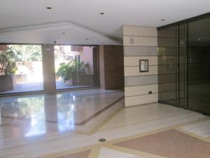 Apartamento En Venta En Caracas - Campo Alegre Código FLEX: 17-10174 No.1