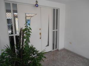Casa En Venta En Turmero, Valle Lindo De Turmero, Venezuela, VE RAH: 17-10231