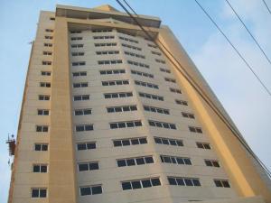 Apartamento En Venta En Maracaibo, Avenida El Milagro, Venezuela, VE RAH: 17-10311