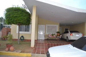 Townhouse En Venta En Maracaibo, Doral Norte, Venezuela, VE RAH: 17-10317