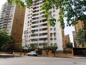 Apartamento En Venta En Maracay, Urbanizacion El Centro, Venezuela, VE RAH: 17-10325
