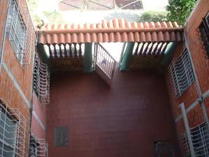 Apartamento En Venta En Maracay, Madre Maria, Venezuela, VE RAH: 17-10330