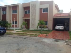 Townhouse En Venta En Maracaibo, Avenida Milagro Norte, Venezuela, VE RAH: 17-10435