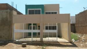 Townhouse En Venta En Maracaibo, Lago Mar Beach, Venezuela, VE RAH: 17-10546