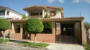 Casa En Venta En Valencia, Trigal Norte, Venezuela, VE RAH: 17-10503