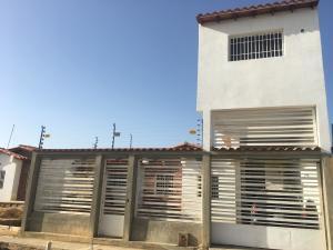 Casa En Venta En Punto Fijo, Puerta Maraven - Mara Cardon, Venezuela, VE RAH: 17-10515