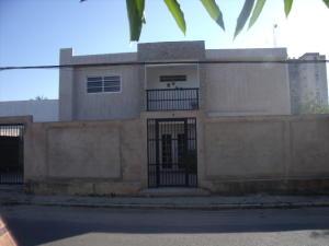 Casa En Venta En Ciudad Ojeda, Calle Piar, Venezuela, VE RAH: 16-18000