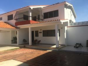 Casa En Ventaen Punto Fijo, Santa Irene, Venezuela, VE RAH: 17-10569