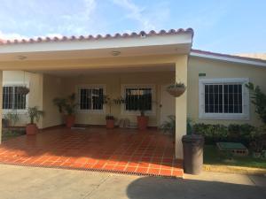 Townhouse En Venta En Maracaibo, Doral Norte, Venezuela, VE RAH: 17-10647