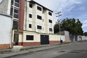 Apartamento En Alquiler En Cabudare, La Mata, Venezuela, VE RAH: 17-10669