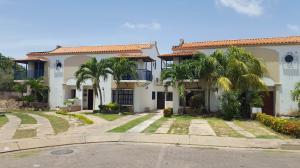 Casa En Venta En Coro, Prolongación Manaure, Venezuela, VE RAH: 17-10681