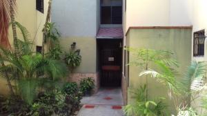 Apartamento En Venta En Valencia, Campo Alegre, Venezuela, VE RAH: 17-10688