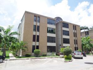 Apartamento En Venta En La Victoria, El Recreo, Venezuela, VE RAH: 17-10706