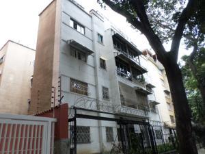 Apartamento En Venta En Caracas, Los Chaguaramos, Venezuela, VE RAH: 17-10779