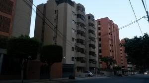 Apartamento En Venta En Maracaibo, Tierra Negra, Venezuela, VE RAH: 17-10747