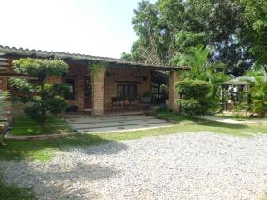 Casa En Venta En Valencia, Safari Country Club, Venezuela, VE RAH: 17-10808
