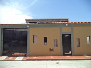 Casa En Venta En San Joaquin, La Ensenada Ii, Venezuela, VE RAH: 17-10887