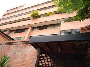 En Venta En Caracas - Colinas de Valle Arriba Código FLEX: 17-10818 No.1