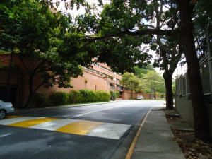 En Venta En Caracas - Colinas de Valle Arriba Código FLEX: 17-10818 No.3