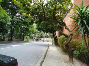 En Venta En Caracas - Colinas de Valle Arriba Código FLEX: 17-10818 No.6