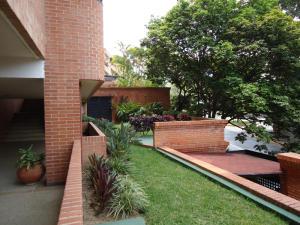 En Venta En Caracas - Colinas de Valle Arriba Código FLEX: 17-10818 No.12