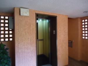 En Venta En Caracas - Colinas de Valle Arriba Código FLEX: 17-10818 No.15