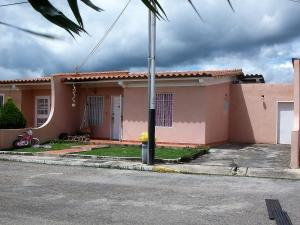 Casa En Ventaen Cabudare, Parroquia José Gregorio, Venezuela, VE RAH: 17-10824