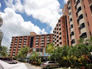 Apartamento En Venta En Higuerote, Puerto Encantado, Venezuela, VE RAH: 17-10936