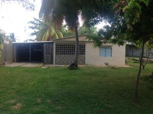 Casa En Venta En Los Puertos De Altagracia, Via Principal, Venezuela, VE RAH: 17-10931
