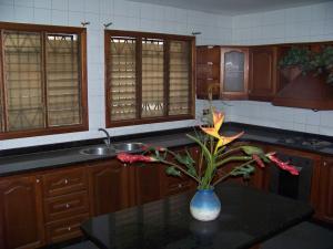 Casa En Venta En Valencia, Trigal Norte, Venezuela, VE RAH: 17-10946