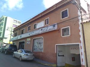 Edificio En Venta En San Antonio De Los Altos, Los Salias, Venezuela, VE RAH: 17-10948