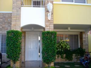 Townhouse En Venta En Maracaibo, Avenida El Milagro, Venezuela, VE RAH: 17-10993