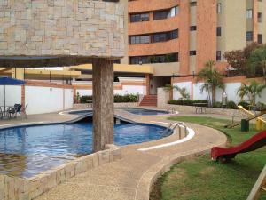 Apartamento En Alquiler En Maracaibo, Tierra Negra, Venezuela, VE RAH: 17-11015