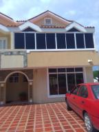 Townhouse En Venta En Maracaibo, Avenida Milagro Norte, Venezuela, VE RAH: 17-11077