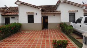 Townhouse En Ventaen Higuerote, Via Curiepe, Venezuela, VE RAH: 17-11403
