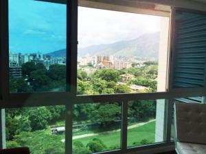 En Venta En Caracas - Campo Alegre Código FLEX: 17-11145 No.9