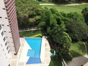En Venta En Caracas - Campo Alegre Código FLEX: 17-11145 No.10