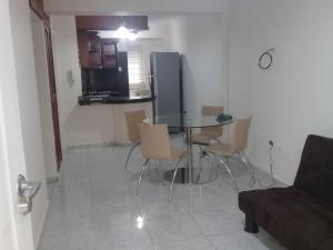 Apartamento En Ventaen Maracaibo, Avenida Delicias Norte, Venezuela, VE RAH: 17-11159