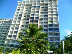 Apartamento En Venta En Parroquia Caraballeda, Los Corales, Venezuela, VE RAH: 17-11276