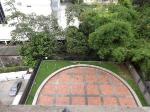 Apartamento En Venta En Caracas - Santa Eduvigis Código FLEX: 17-11376 No.11